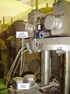 """Фотография датчика линейных перемещений на главном сервомоторе турбины при настройке системы регулирования и защиты турбины системой """"Крона-522"""""""