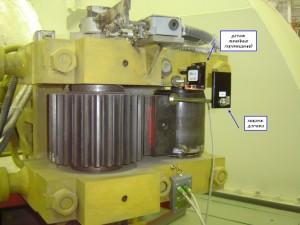 """Фотография датчика линейных перемещений на регулирующей заслонке турбины при контроле параметров системы регулирования и защиты турбины системой """"Крона-522"""""""