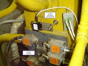 """Фотография датчика линейных перемещений на стопорном клапане турбины при контроле параметров системы регулирования и защиты турбины системой """"Крона-522"""""""